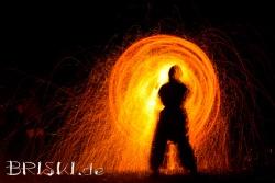 Feuershow bei Nacht - Funkenkreis