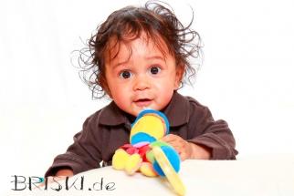 Babyfoto mit Spielzeug