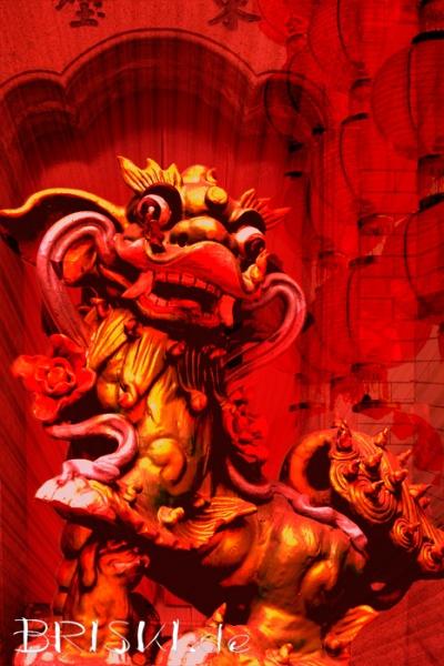 Composing eines kleinen Drachen mit diversen chinesischen Motiven